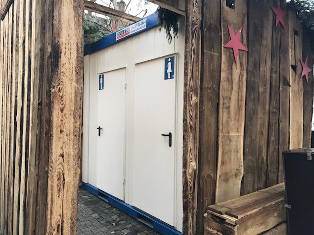 Das Foto zeigt die WC Anlage auf dem Neumarkt