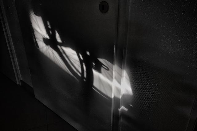Rollstuhl im Sonnenlicht