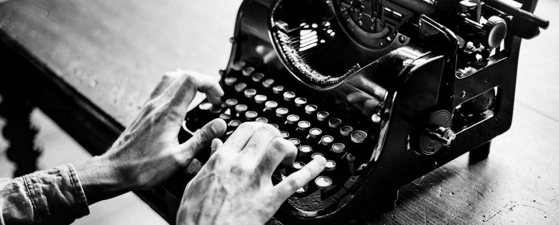 Blogger jemand, der an einem Blog schreibt