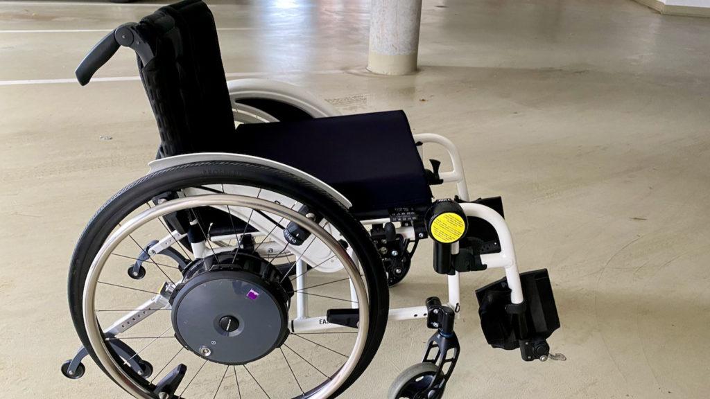 E-Zuggerät für den manuellen Rollstuhl