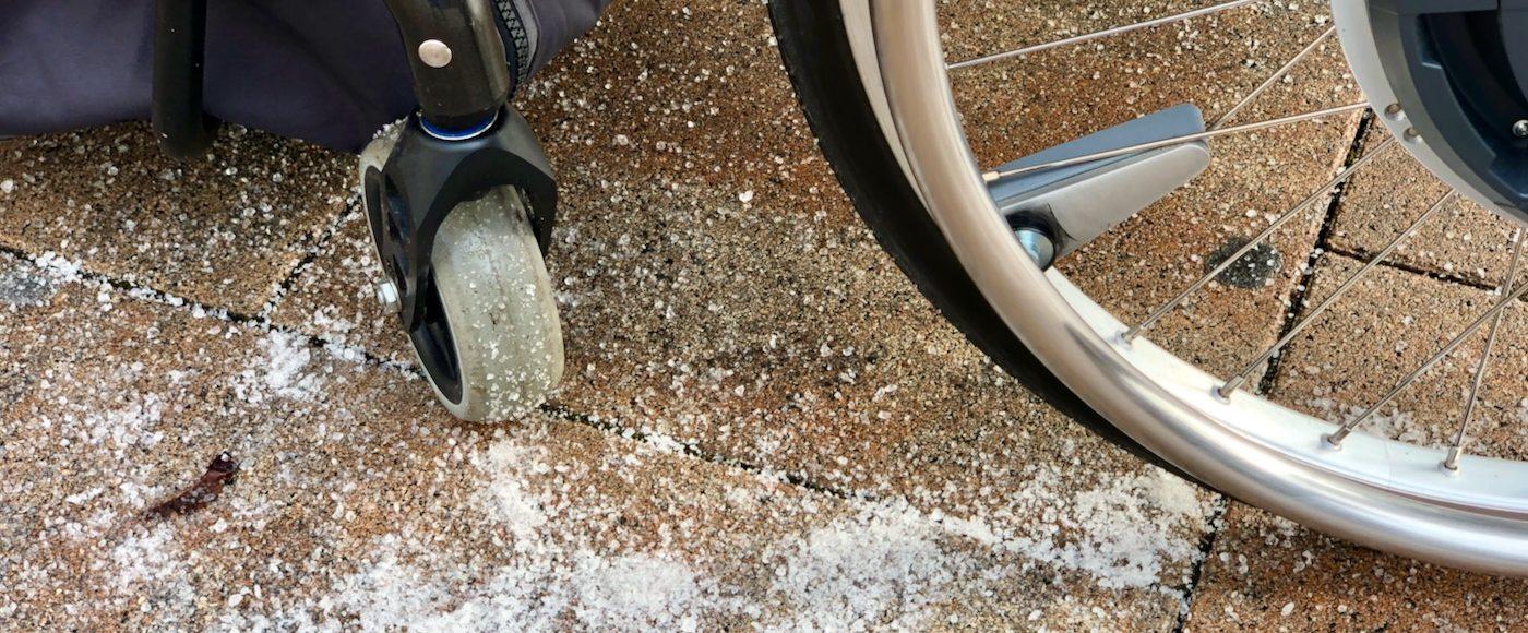 Glätte - im Winter mit Salz streuen?