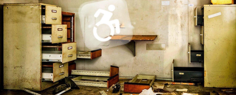 Rollstuhlfahrer in einer Schublade?